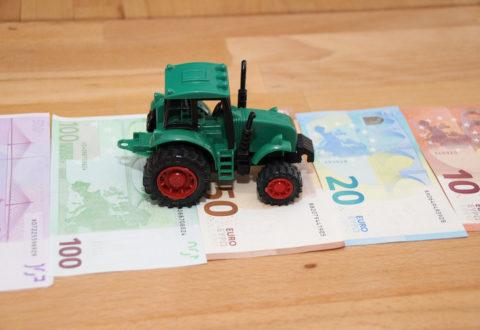 Ein Traktor und Bargeld