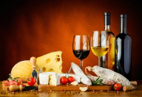 agroalimentare-vino-formaggi-salumi-by-draghicich-fotolia-750